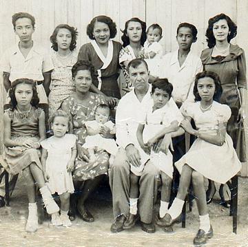 http://lilibernard.com/Images/Family/MamiFamily.jpg
