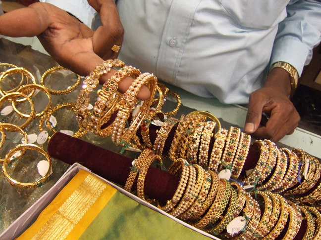 Bangles in Bangalore © 2006 by Lili Bernard