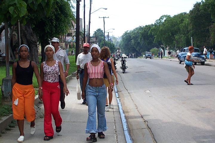 Santiago de Cuba Teen Girls © 2002 by Lili Bernard